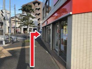 auショップ南太田店を右に曲がる